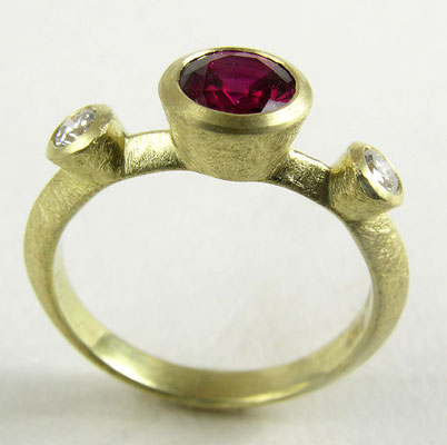 Ruby, diamond ring, 18KY