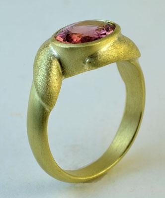 Pink Kaduna tourmaline, 18KY