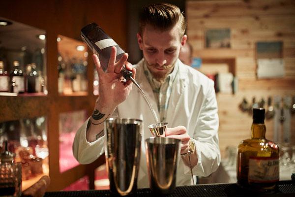 Niklas aus dem Hagestolz/MIAD bereitete unseren Kunden und Gästen eine Auswahl an Cocktails zu