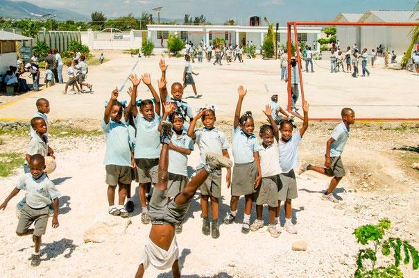 """nph & du - gemeinsam stärker für bildung - """"Wenn man die Welt verändern will, muss man bei den Kindern anfangen."""" - Gründervater Padre Wasson (1923-2006)"""