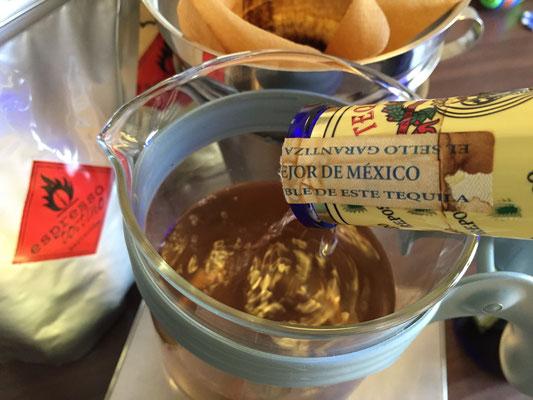 """Unser hausgemachter Agavenkaffee - 100% Agave Tequila Reposado und grob gemahlener Kaffee aus Mexiko von """"espresso tostino"""" - im Cold Brew-Verfahren hergestellt - unglaublich gut!"""