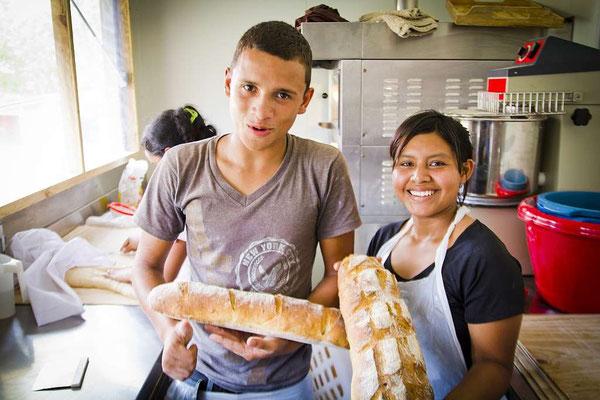nph & du - gemeinsam stärker für bildung - Mitarbeit: Jedes Kind trägt mit seiner täglichen Aufgabe dazu bei, dass das Zusammenleben im Kinderdorf funktioniert. Es erfährt, dass es wichtig ist und gebraucht wird. So erlangen die Kinder Selbstwertgefühl.