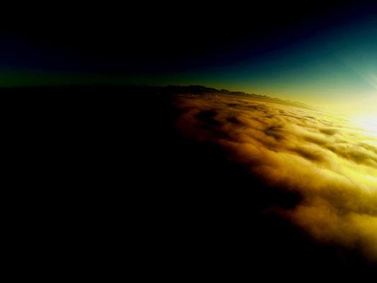 Luftaufnahme bosshard design Nebelmeer in Richtung Glarner Alpen