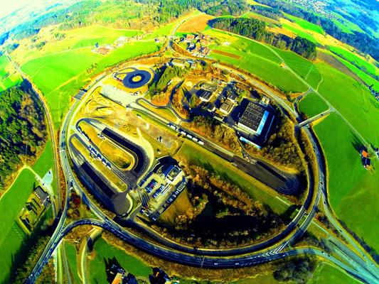 Luftaufnahme bosshard design Autobahnkreisel Betzholz Hinwil, TCS