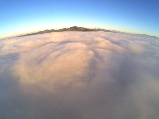 Luftaufnahme bosshard design Boden Nebelmeer in Richtung Bachtel
