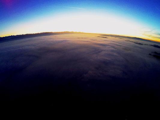 Luftaufnahme bosshard design Nebelmeer Dürnten in Richtung Zürichsee