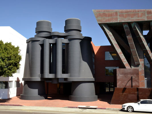 Sylvia Busch_Binoculars Building(1)