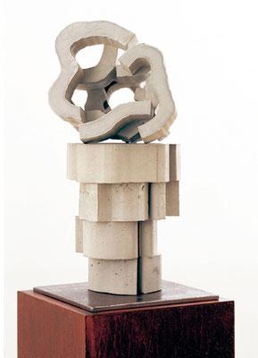 Blüte gestapelt, 2004,Beton auf Eisenplatte, 60 x 40 x 40 cm