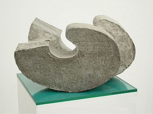 Welle, 2011, Beton auf Glasplatte, 23 x 42 x 42 cm