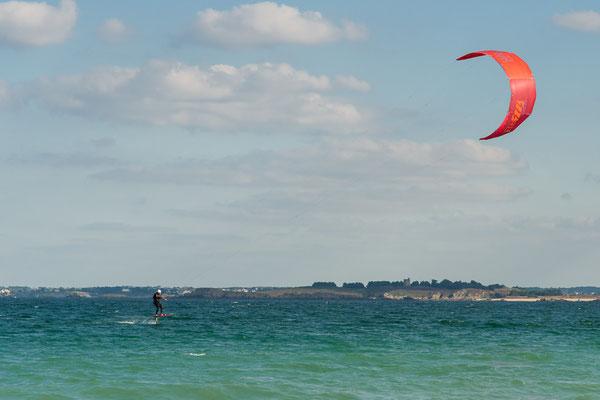 Kite Surfer vor Saint Cast