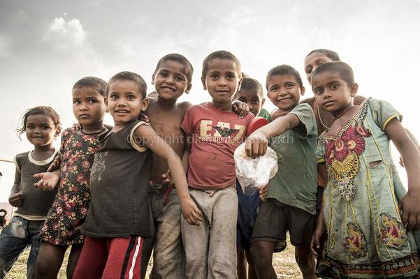 Kleine Helden ganz gross, aufgenommen in Nepal. Bild-Nummer: 290