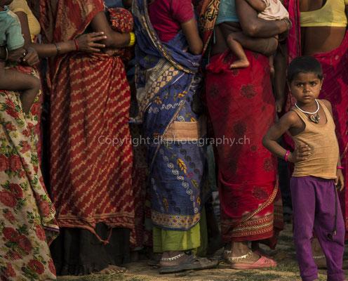 Aus der Reihe tanzen, aufgenommen in Nepal. Bild-Nummer: 291
