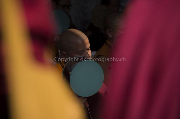 Weltfriedensmeditation eines buddhistischen Mönches, aufgenommen in Nepal.