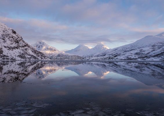 Spiegelung, aufgenommen auf den Lofoten (Norwegen).