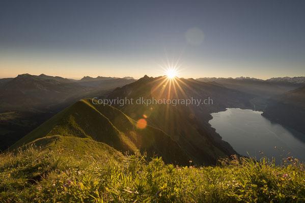 So startet es sich gut in den Tag, aufgenommen vom Gipfel des Augstmatthorn (CH). Bild-Nummer: 274