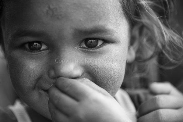 Neugierde, aufgenommen in Nepal. Bild-Nummer: 292