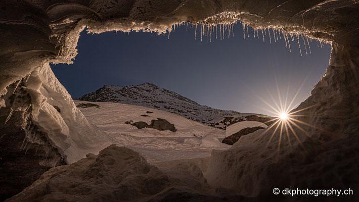 Blick aus dem Gletscher (Morteratsch, CH)