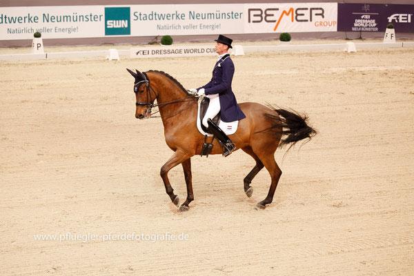 Nars Gottmer (Niederlande) auf Elegance N (Jazz x Broere Obelisk)