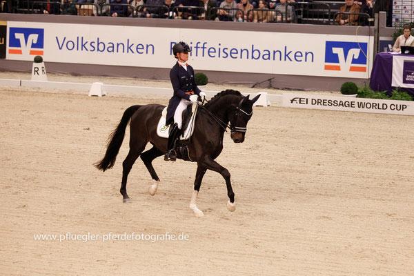 Adelinde Cornelissen (Niederlande) auf Aqiedo (Undigo x Metall)