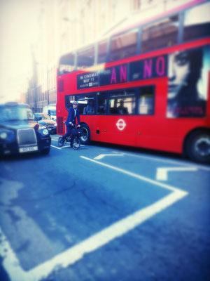 bus anglais cycliste londre taxi noir