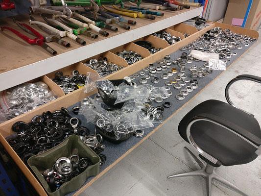 bureau pour nettoyer pièces de vélo