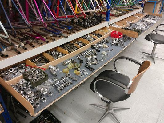 atelier de pièces détachées de vélo