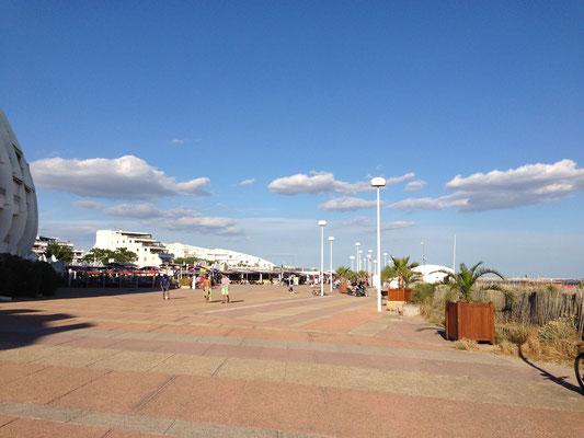 Arrivée sur l'Esplanade du Couchant depuis la Promenade des Dunes