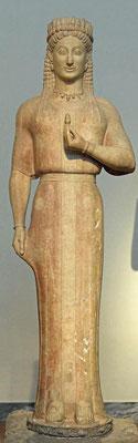 Kore •  Ariston von Paros • ca. 550 v. Chr. • Museum Athen