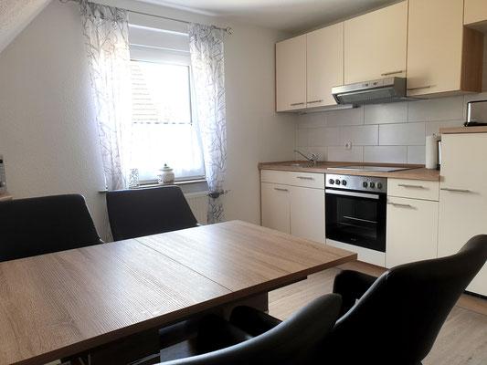 Wohnküche mit Backofen, Geschirrspüler, Kühlschrank inkl. Gefrierfach, Mikrowelle und Sat-TV