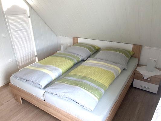 Schlafzimmer II mit Bad en Suite und Sat-TV