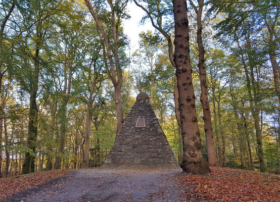 Ausflug zum Upstalsboom, der historischen Versammlungsstätte der Friesen