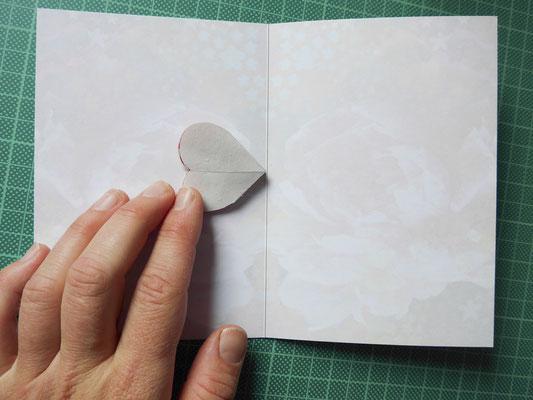 äußeren Teileeinkleistern und eine Seite einkleben