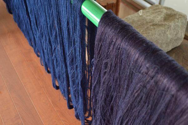 縦糸と横糸の色の差です