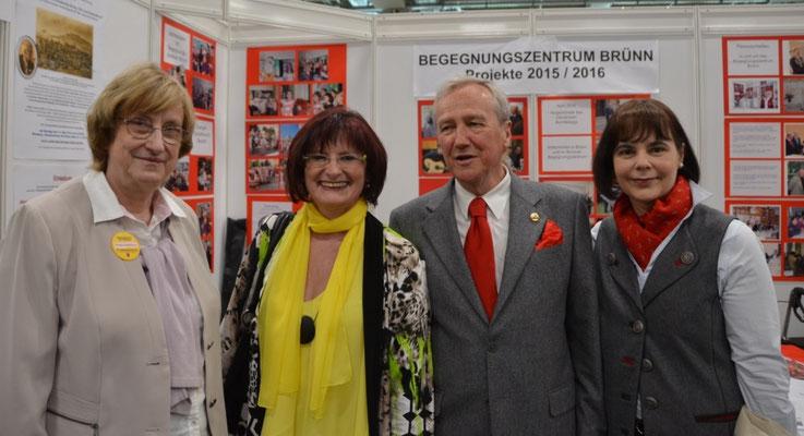 Frau Christa Naass MdL a.D. und Herr Dr. Helmut Eikam, Bundesvorsitzender der Seliger-Gemeinde
