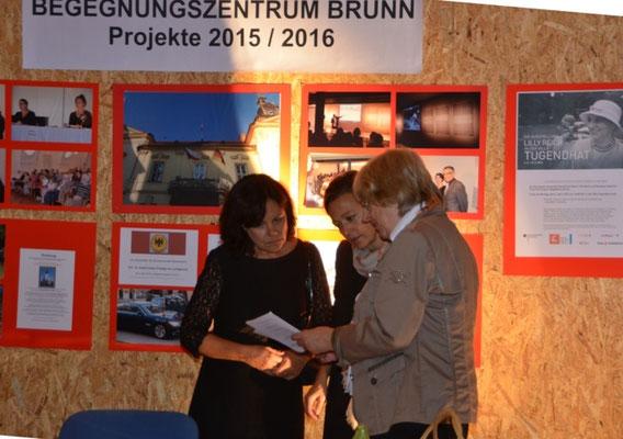 Frau Grit Radeske und Frau Dr. Eva-Annette Brauns, BMI zu Gast an unserem Stand