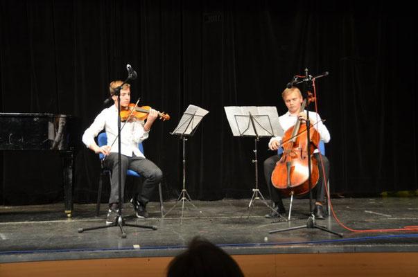 Jugendliche des Thomas Mann Gymnasiums Prag bei ihrer präsentation