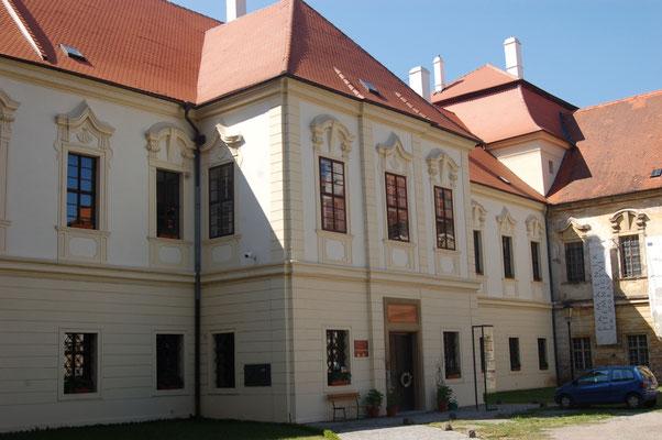 DAs Kloster in Raigern mit Grabmal Ogilvy