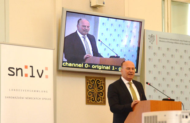 Hartmut Koschyk, MdB und Bundesbeauftragter für Ausiedlerfragen und nationale Minderheiten