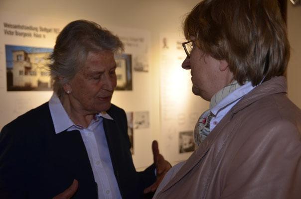 Frau Helga Löffler und Hanna Zakhari