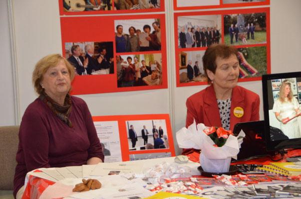 Frau Vlasta Ulrichová und Frau Jitka Hřebíčková ewarten die ersten Gäste