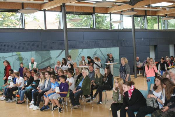 IGS Helmstedt, Giordano-Bruno Gesamtschule, Veranstaltungen füllen die Mensa