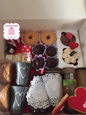 Desayuno a domicilio romántico en Murcia y Cartagena. Desayunos a domicilio románticos decorados con corazones y galletas. Repostería recién horneada. Desayunos La dulce ilusión