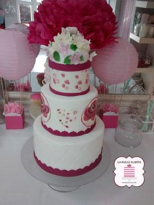 Tarta de boda personalizada de 3 pisos decorada con flores. Tartas de boda en Cartagena, Murcia. Tarta de boda espectacular.