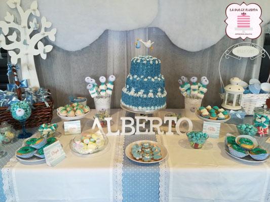 Mesa dulce de bautizo en Cartagena, Murcia. Candybar con tarta para tu bebe recién nacido. Mesa dulce, candy bar con cupcakes baby shower