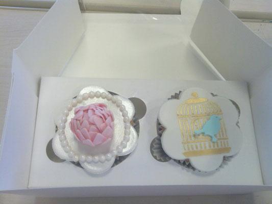 Cupcakes de flores y pajaros, sabor chocolate. Cupcakes personalizados con fondant  para mesa dulce en Cartagena, Murcia.