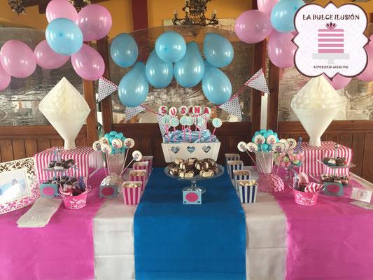 Mesa dulce comunion en Cartagena. Candy bar comunion en Cartagena. Decoracion globos, macarons, cupcakes, cakepops, cookies, bagel, golosinas, decoracion azul y rosa. La dulce ilsuion