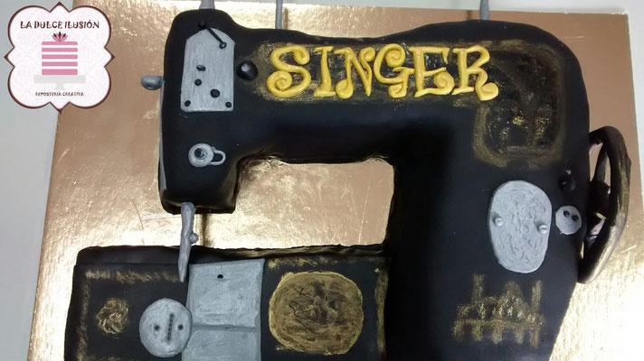 Tarta de fondant maquina de coser. Tarta de cumpleaños maquina de coser. Tarta de fondant tejedora