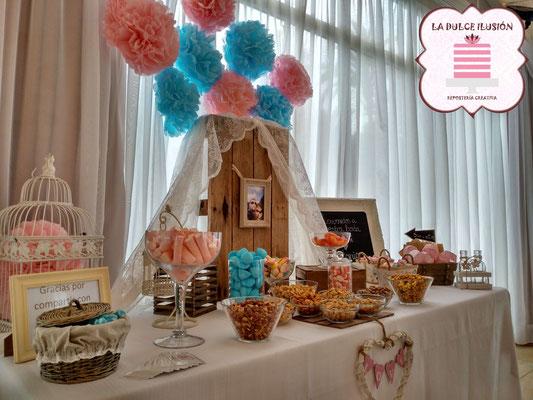 Mesa dulce boda en Cartagena. Candy bar boda en Cartagena. Tarta de boda, decoracion rustica, cupcakes, cakepops, cookies, bagel, golosinas, decoracion madera y blanco. La dulce ilsuion