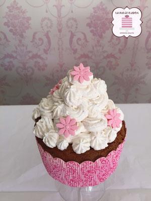 Cupcake XXL, sabor chocolate y nata. Cupcakes personalizado con flores de fondant  para celebraciones en Cartagena, Murcia.