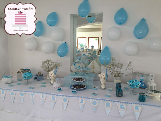 Mesa dulce comunion en Cartagena. Candy bar comunion en Cartagena. Tarta de comunion, cupcakes, cakepops, cookies, bagel, golosinas, decoracion azul. La dulce ilsuion